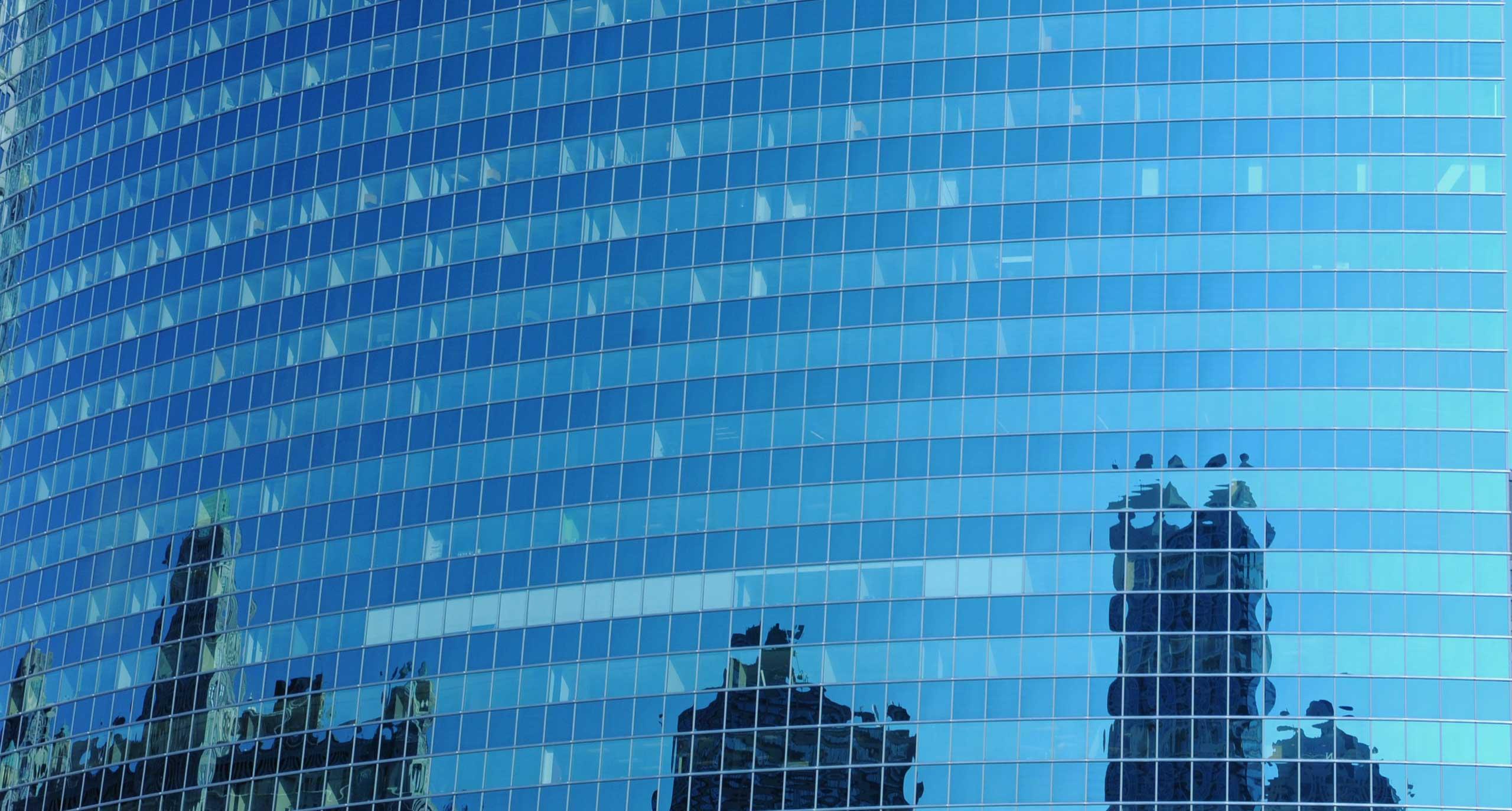 Los estudios chilenos que figuran entre los asesores legales de las 100 mayores corporaciones de la región